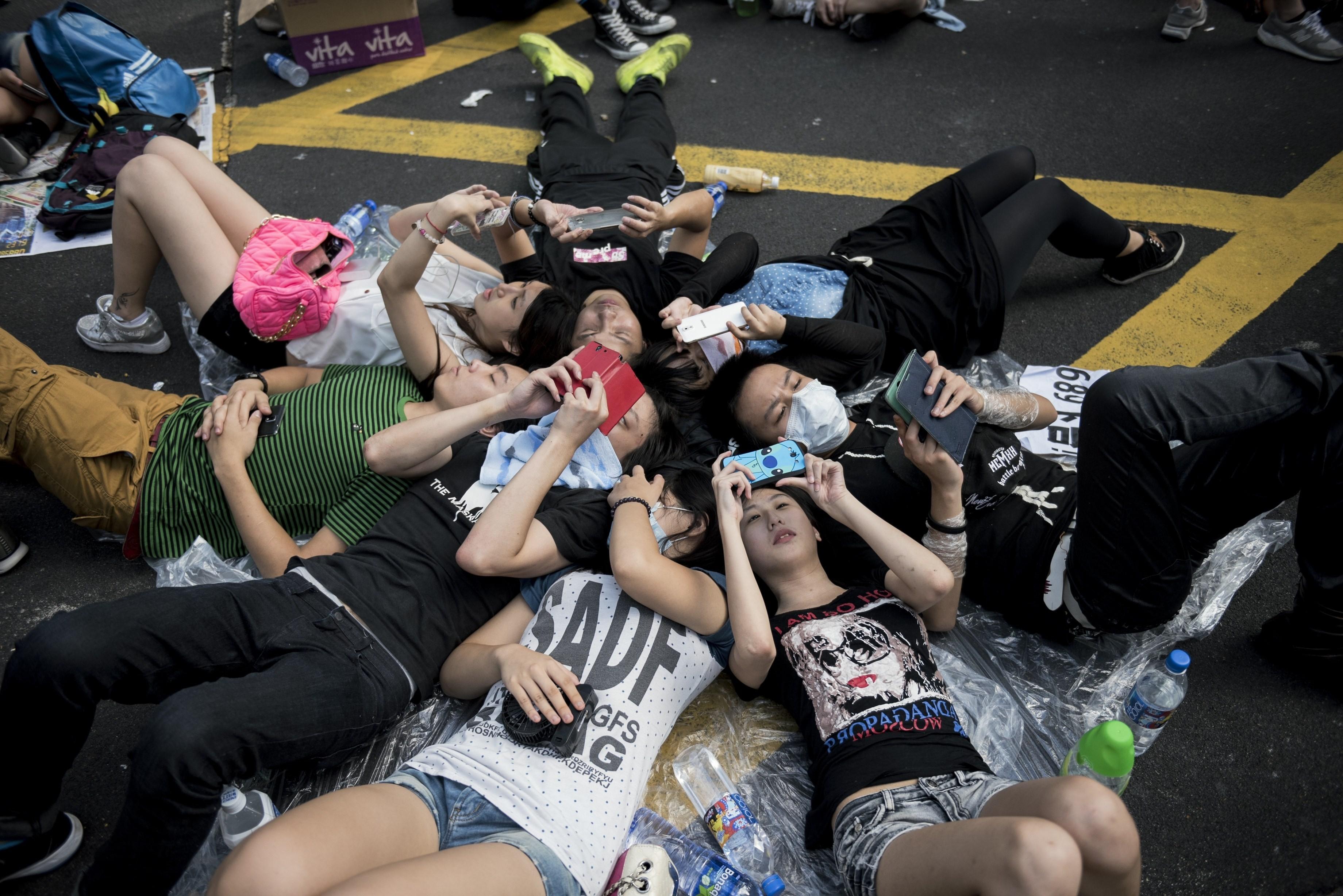 hong kong protestors cell phones
