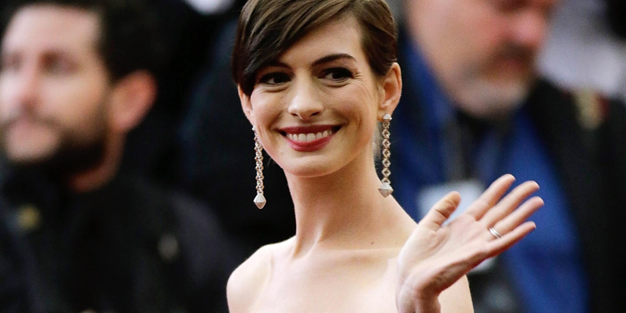 Anne Hathaway: Hier erklärt sie, warum ihr Oscar ein Fluch war Anne Hathaway Facebook