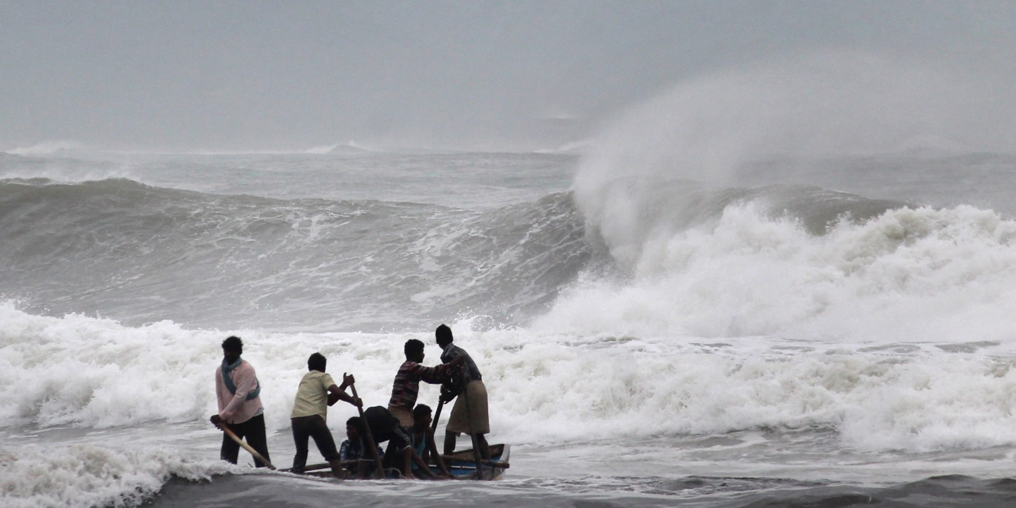cyclone hudhud reaches peak strength as it batters india