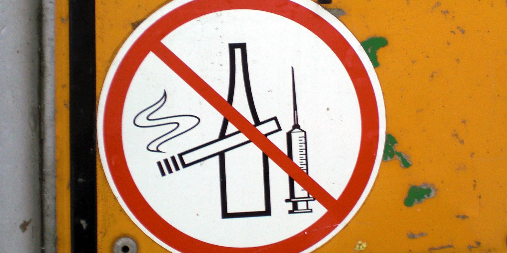Una sigaretta ti toglie 14 minuti di vita un drink quasi - Papa bagno chimico ...