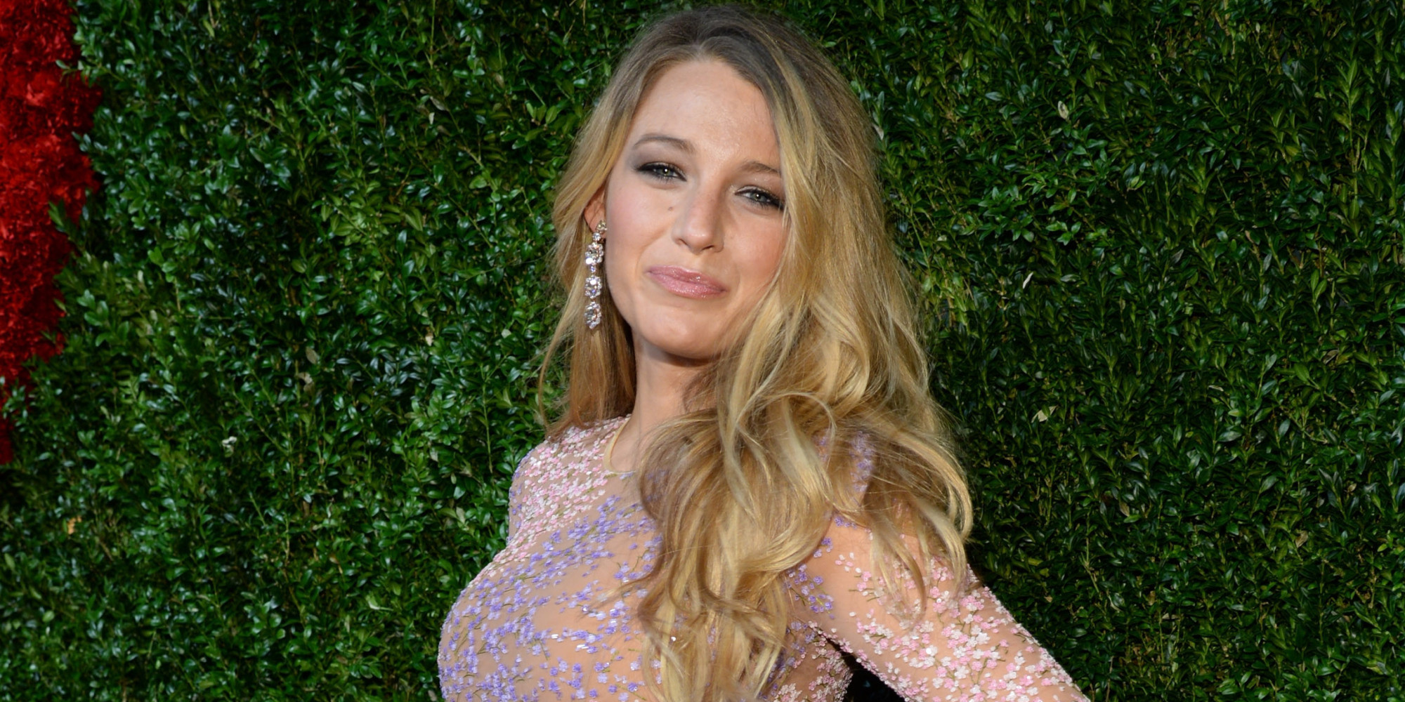 Pregnant Blake Lively Is Positively Glowing On The Red ... Blake Lively Facebook
