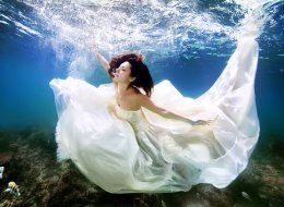 Brides Literally Take The Plunge For Stunning Underwater Portraits