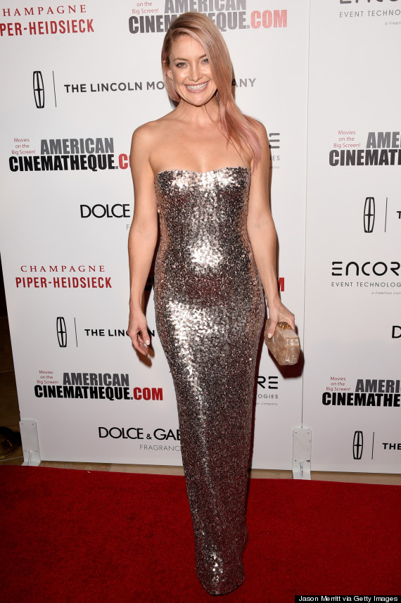 a54c5e73 Kate Hudson's Pink Hair And Sequin Dress Make For A Glamorous ...