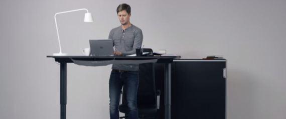 le bureau ikea pour travailler debout photos. Black Bedroom Furniture Sets. Home Design Ideas