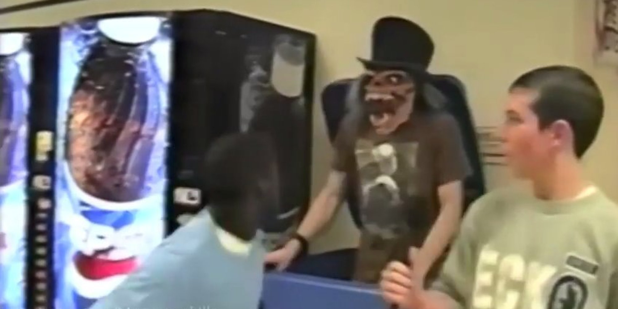 12 Funny And Scary Ways To Prank Your Friends This Halloween ...