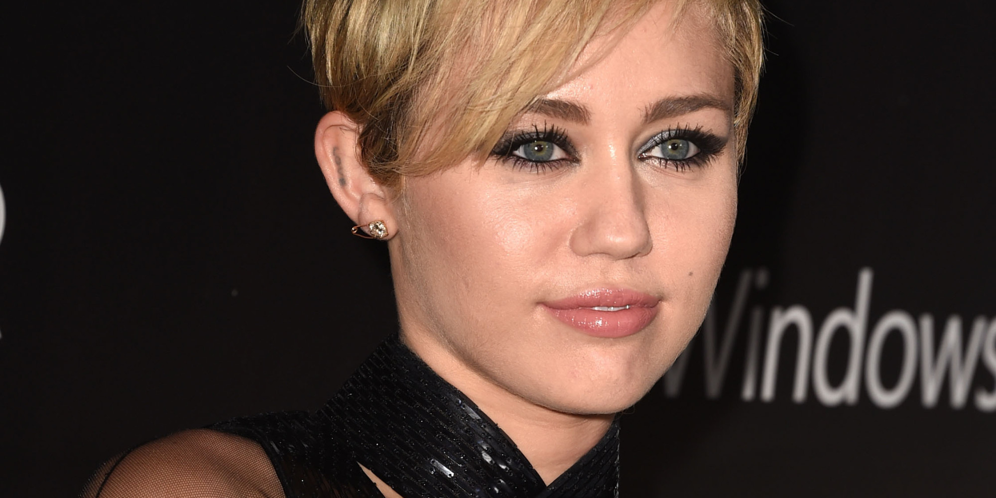Miley Cyrus' amfAR Gala Dress Looks Difficult To Put On | The ...