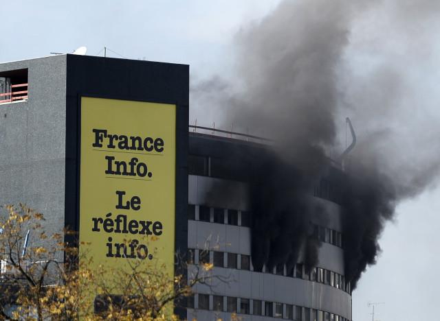 Photos incendie la maison de la radio un tage en feu for Anti incendie maison