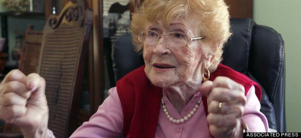 LATINA DE 102 AÑOS VOTARÁ<BR>EN LOS ÁNGELES