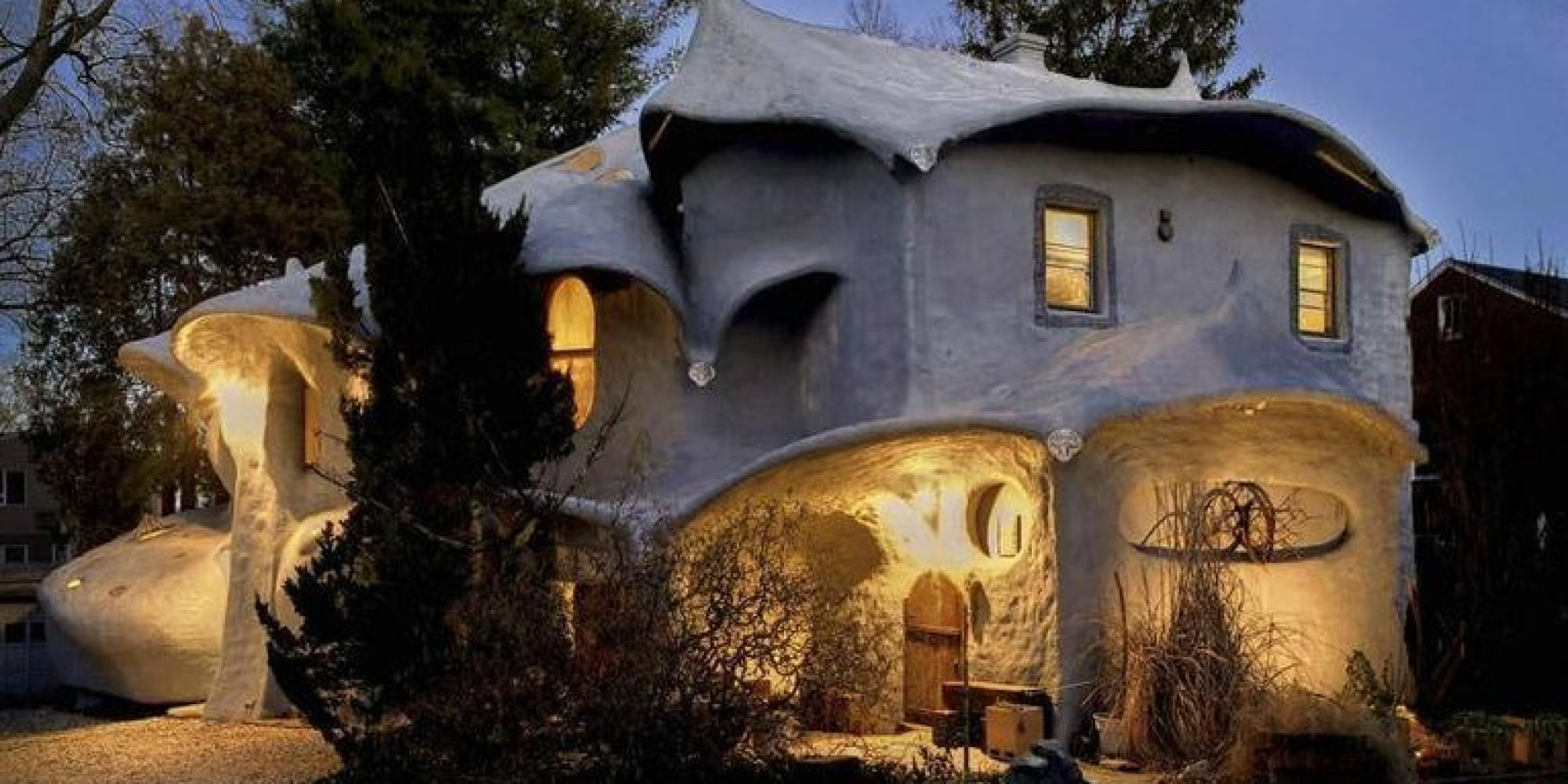 A house fit for bilbo baggins is on the market for 1 2 for Hobbit house images