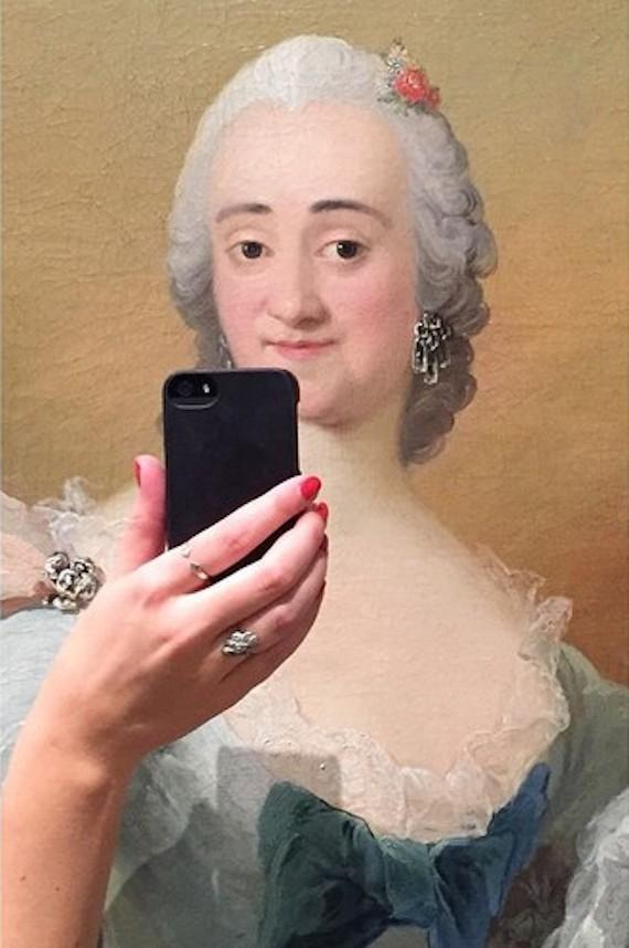 museum selfies dress