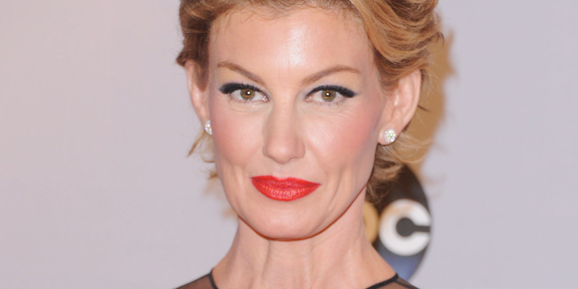 faith hill debuts a pixie cut at the cma awards | huffpost