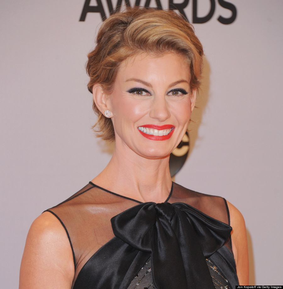 Faith Hill Debuts Pixie Cut At 2014 Cma Awards Photos