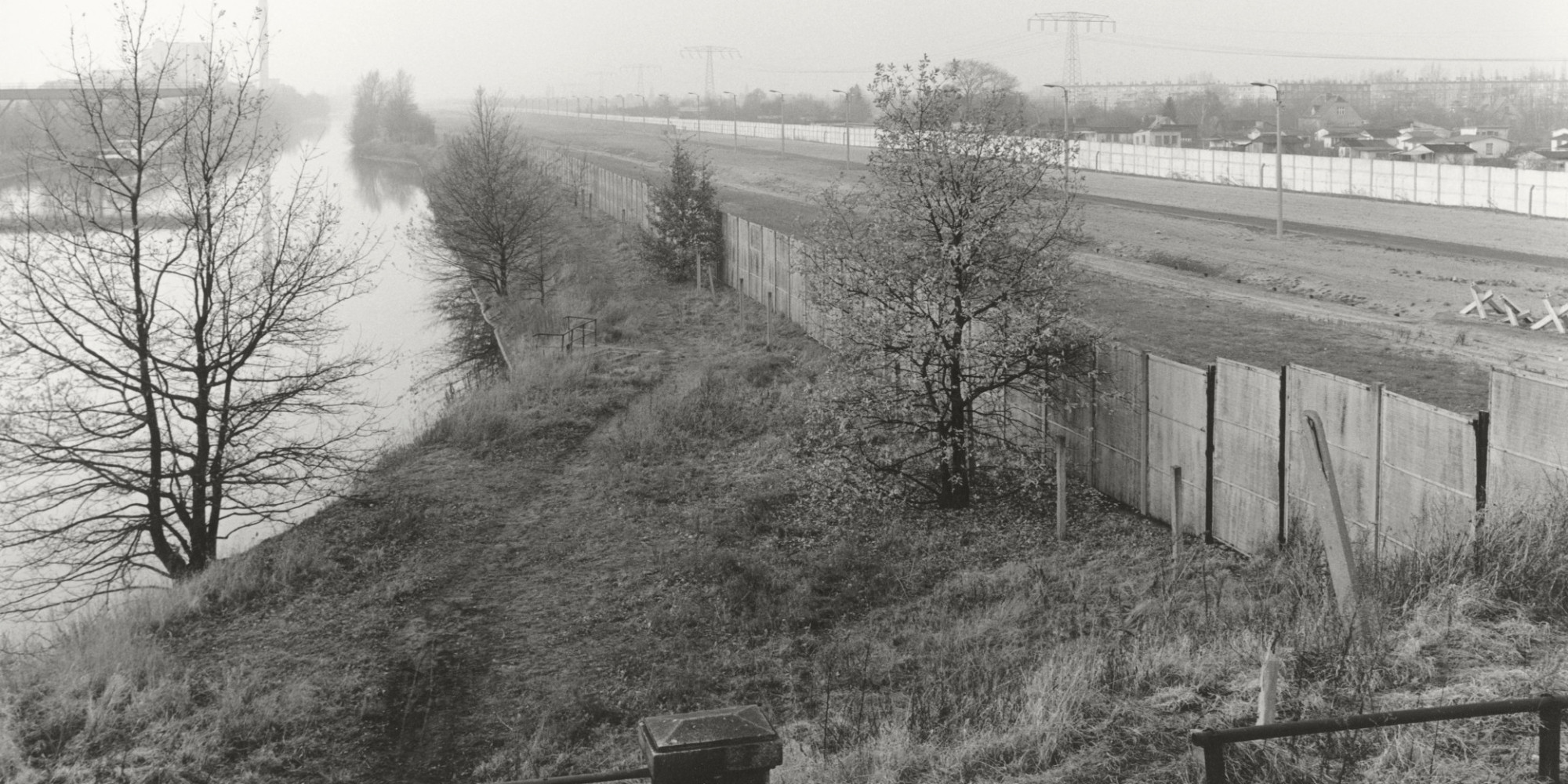 the fall of the berlin wall The collapse: the accidental opening of the berlin wall, by mary elise  25th  anniversary of the wall's fall on november 9 1989, and readers.