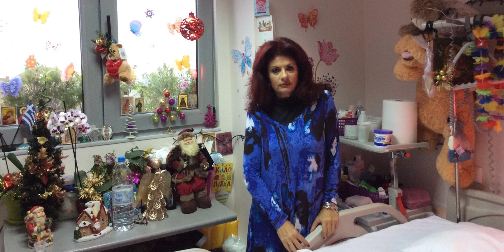 Η Μυρτώ πέντε χρόνια μετά την επίθεση στην Πάρο. Ο αγώνας συνεχίζεται στο σπίτι της στην Αθήνα