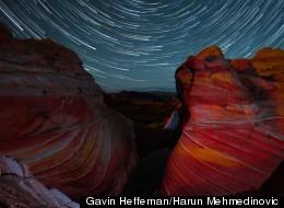 Las estrellas brillan sobre un paisaje desértico en este nuevo video secuencial