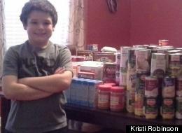 Niño recolectó 400 libras de comida para necesitados en Acción de Gracias