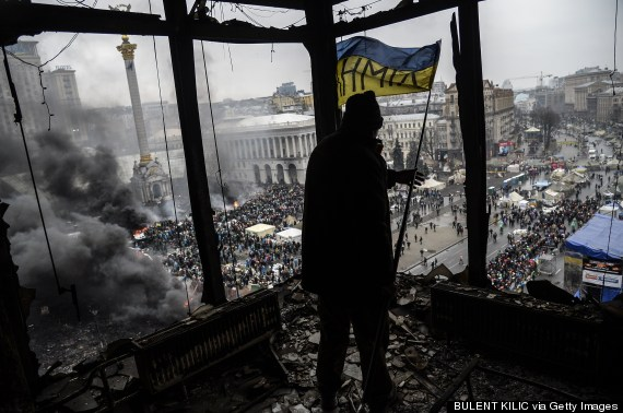 demonstrator balcony kiev independence square