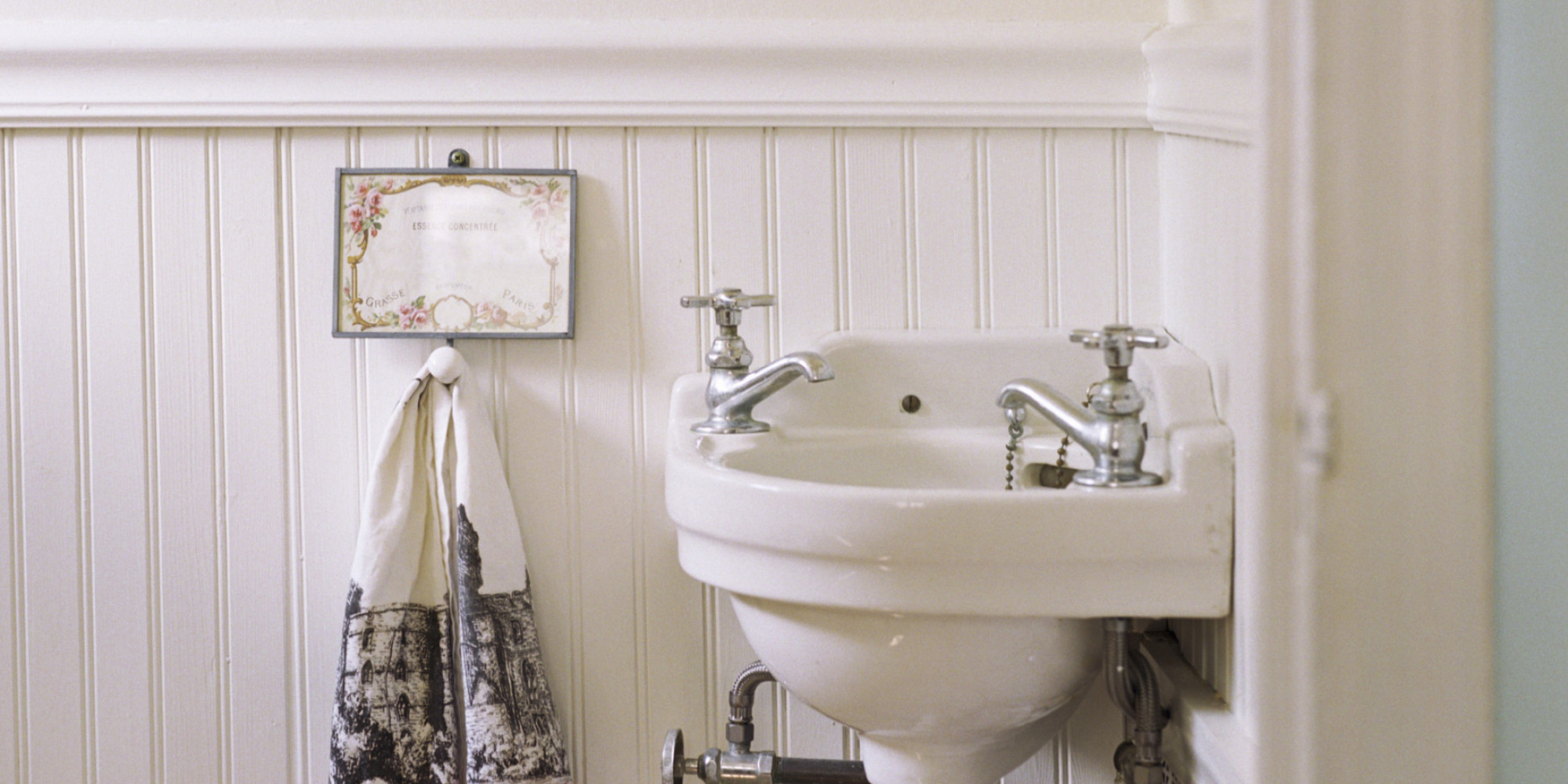 How To Make A Small Bathroom Look Bigger Using Clever