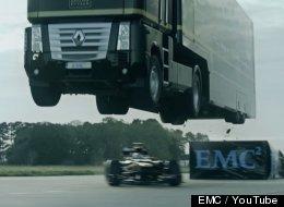 MIRA: Un temerario camión salta sobre un auto de F1