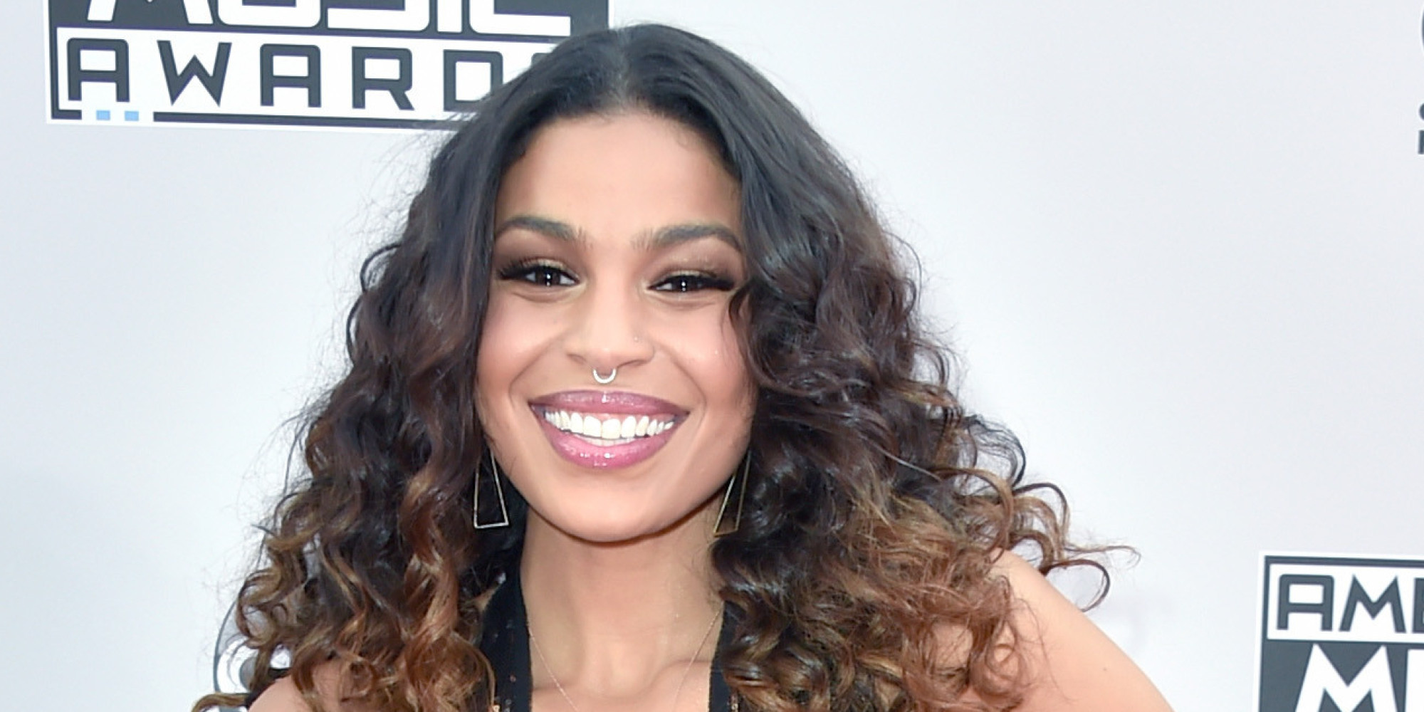 Jordin Sparks Shines In Low-Cut Golden Frock At The AMAs