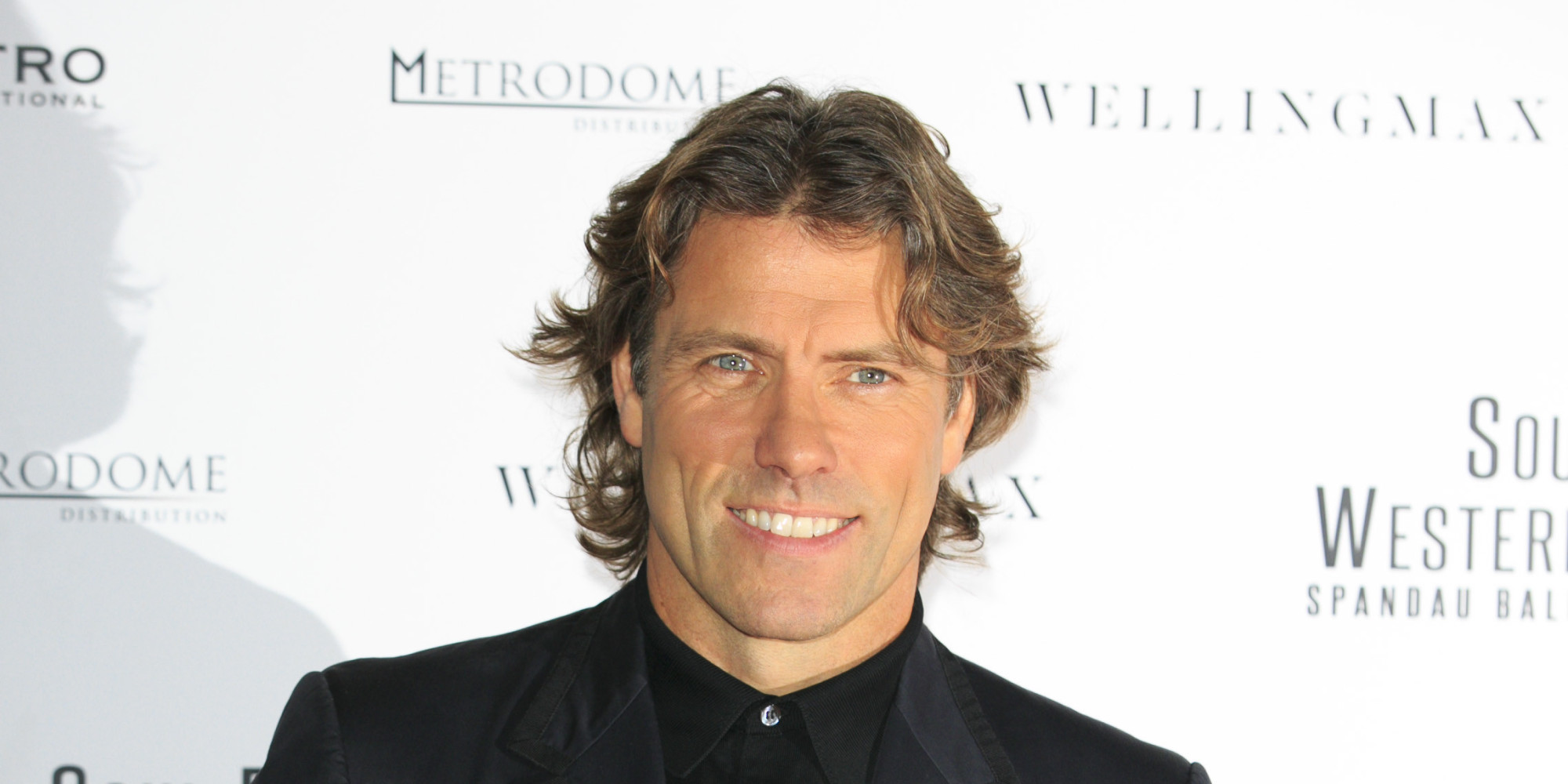 The 51-year old son of father Ernie Bishop and mother Kathy Bishop, 180 cm tall John Bishop in 2018 photo