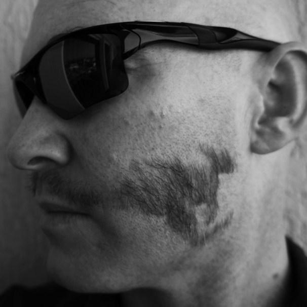 kangourou moustache