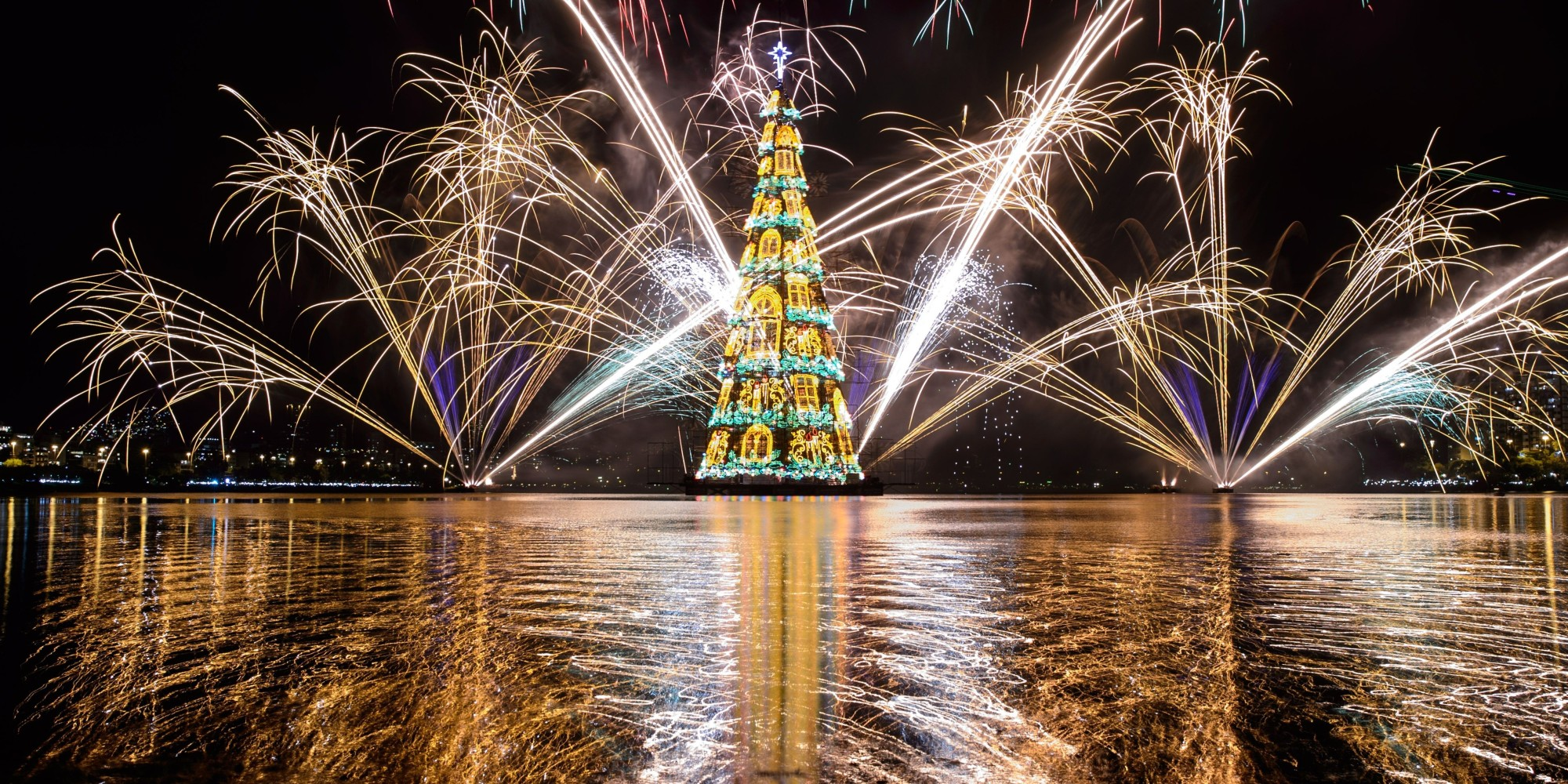 The most over the top christmas trees of 2014 the huffington post