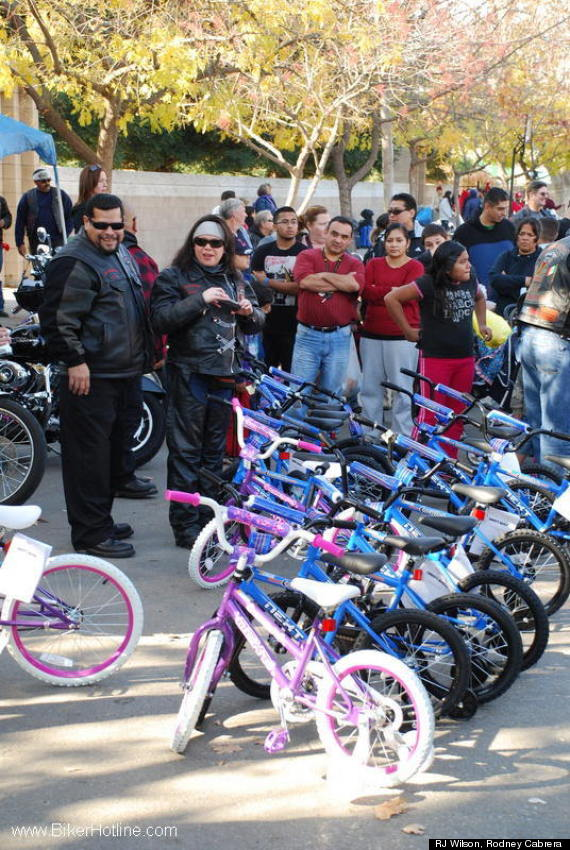 Hells Angels Toys For Tots : Hells angels wait in line for days to buy bikes