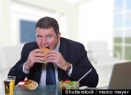 39% des Canadiens mangent leur lunch à leur poste de travail