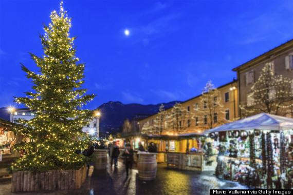 http://i.huffpost.com/gen/2369808/thumbs/o-TRENTO-ITALY-CHRISTMAS-570.jpg?1
