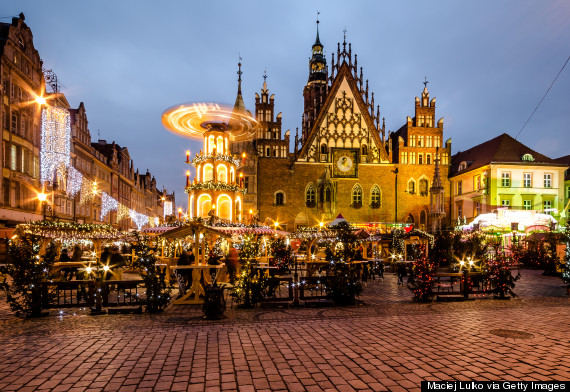 http://i.huffpost.com/gen/2369862/thumbs/o-WROCLAW-POLAND-CHRISTMAS-570.jpg?1