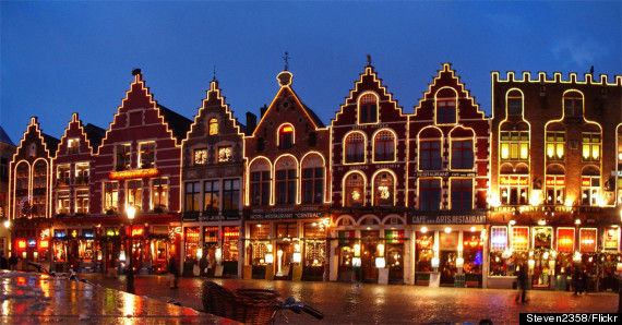 http://i.huffpost.com/gen/2369960/thumbs/o-BRUGES-CHRISTMAS-570.jpg?4