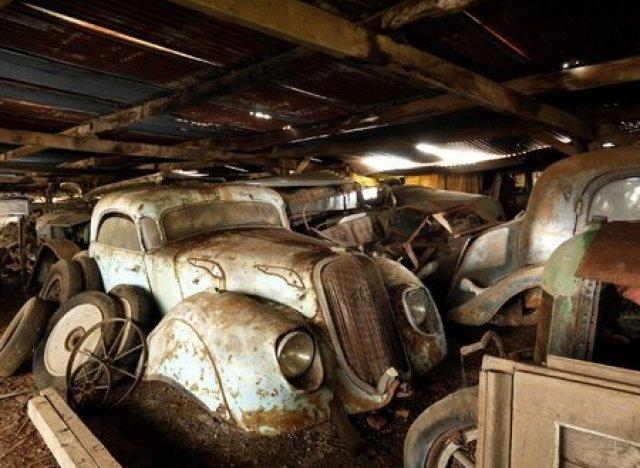 photos des voitures anciennes retrouv es dans l 39 ouest de la france et mises en vente aux. Black Bedroom Furniture Sets. Home Design Ideas
