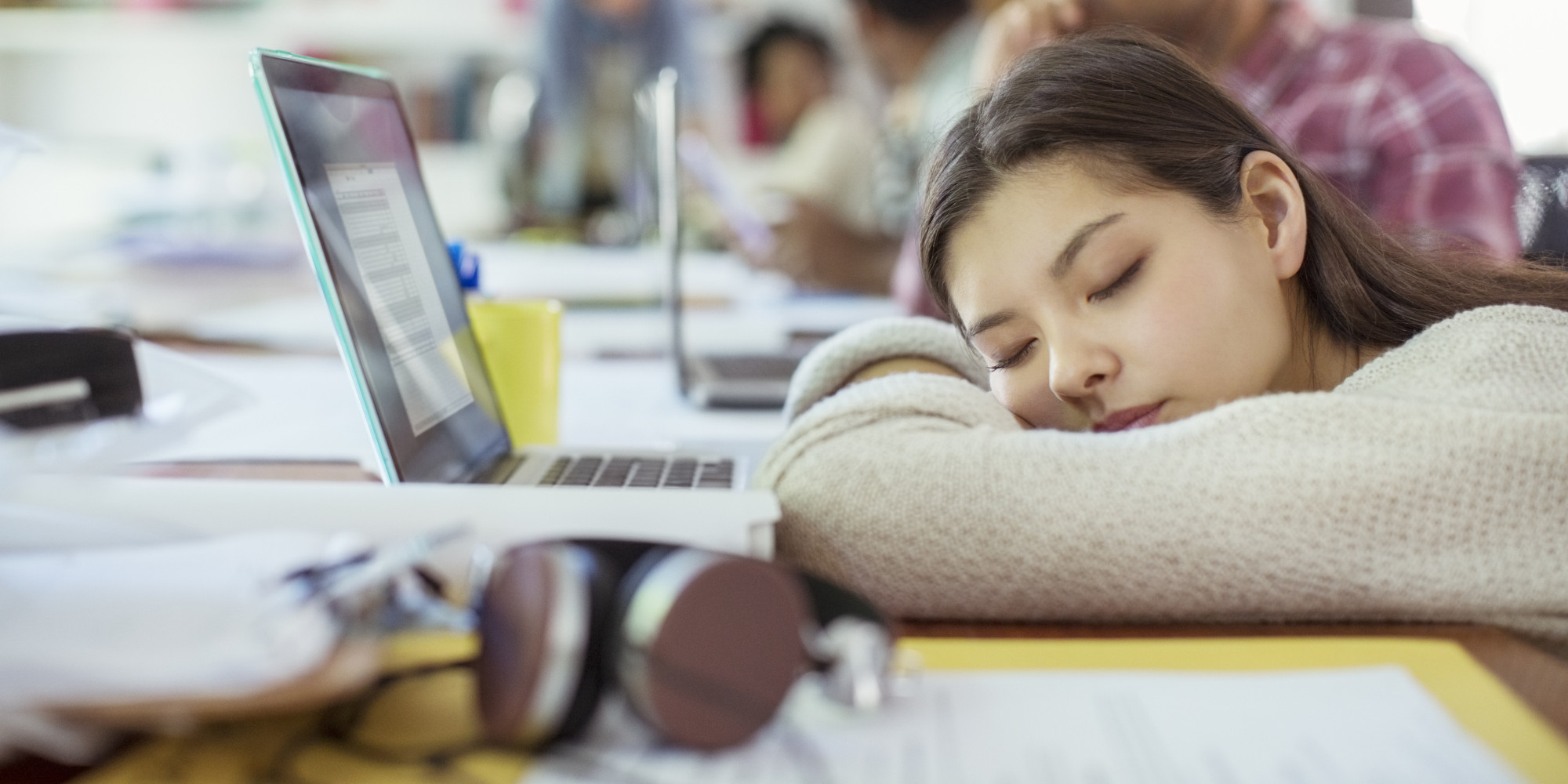 Is there anything worse than midday drowsiness? One minute you're powering through a project, the next, your eyelids feel like they're loaded with lead. Talk about a productivity killer. We've all experienced the 3 p.m. lull that makes an unwelcom...