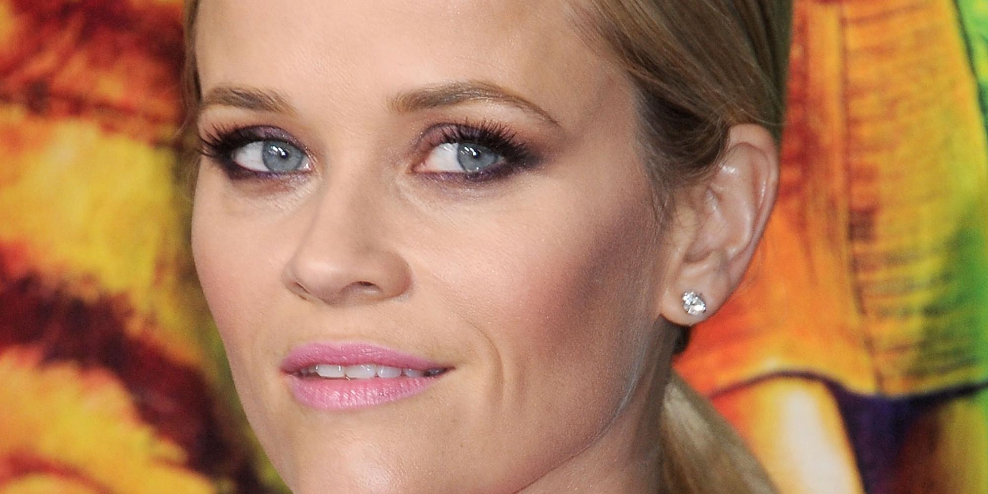 Reese Witherspoon S Smokey Eye Makeup Renders Us Speechless