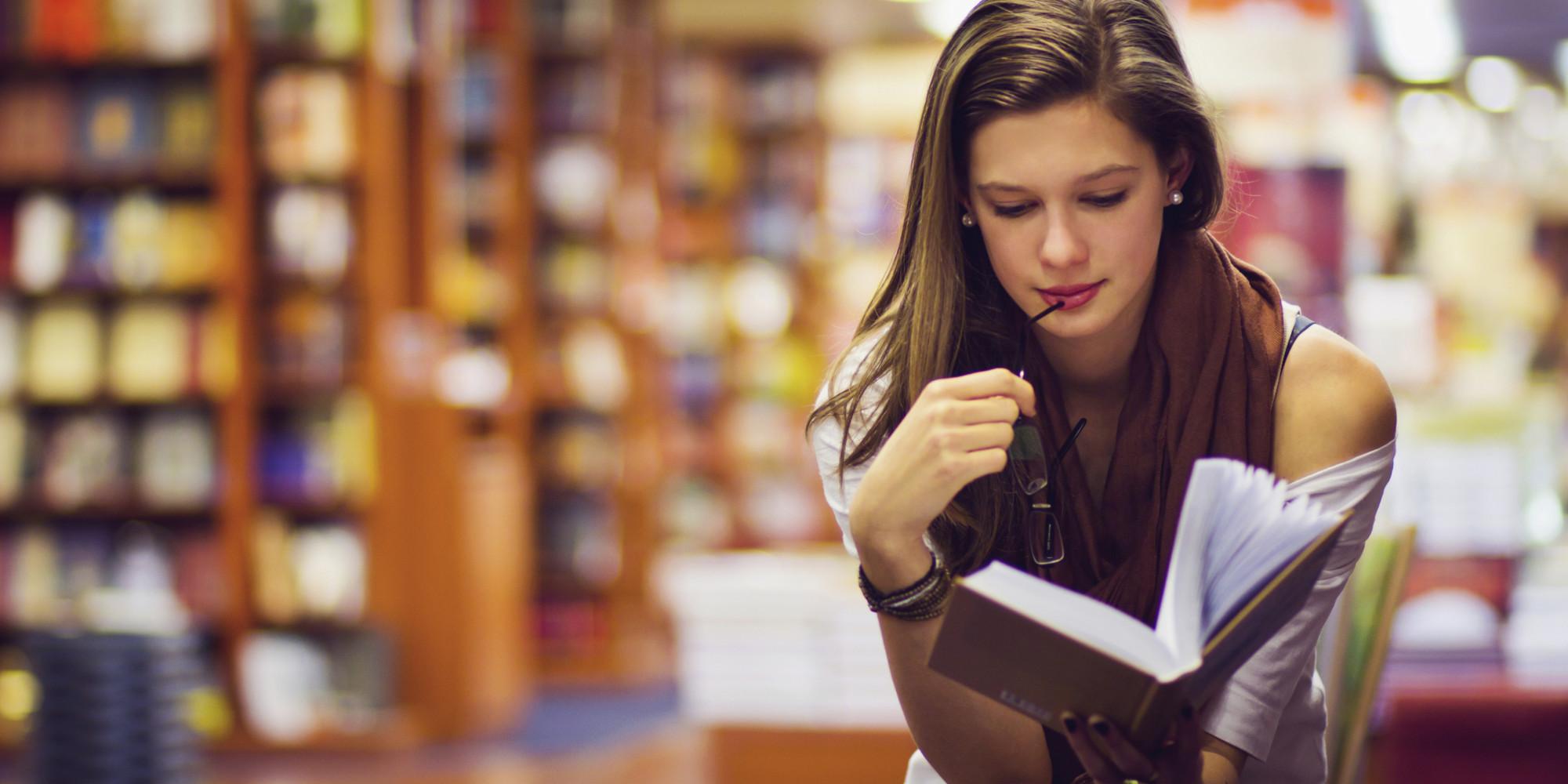 5 Hal yang Tanpa Sengaja Bakal Editor Buku Lakukan Ketika Membaca