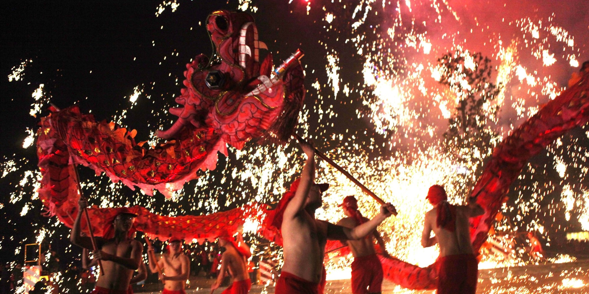 http://i.huffpost.com/gen/2414662/images/o-CHINESE-NEW-YEAR-LANTERNS-facebook.jpg - Festivals Around the World
