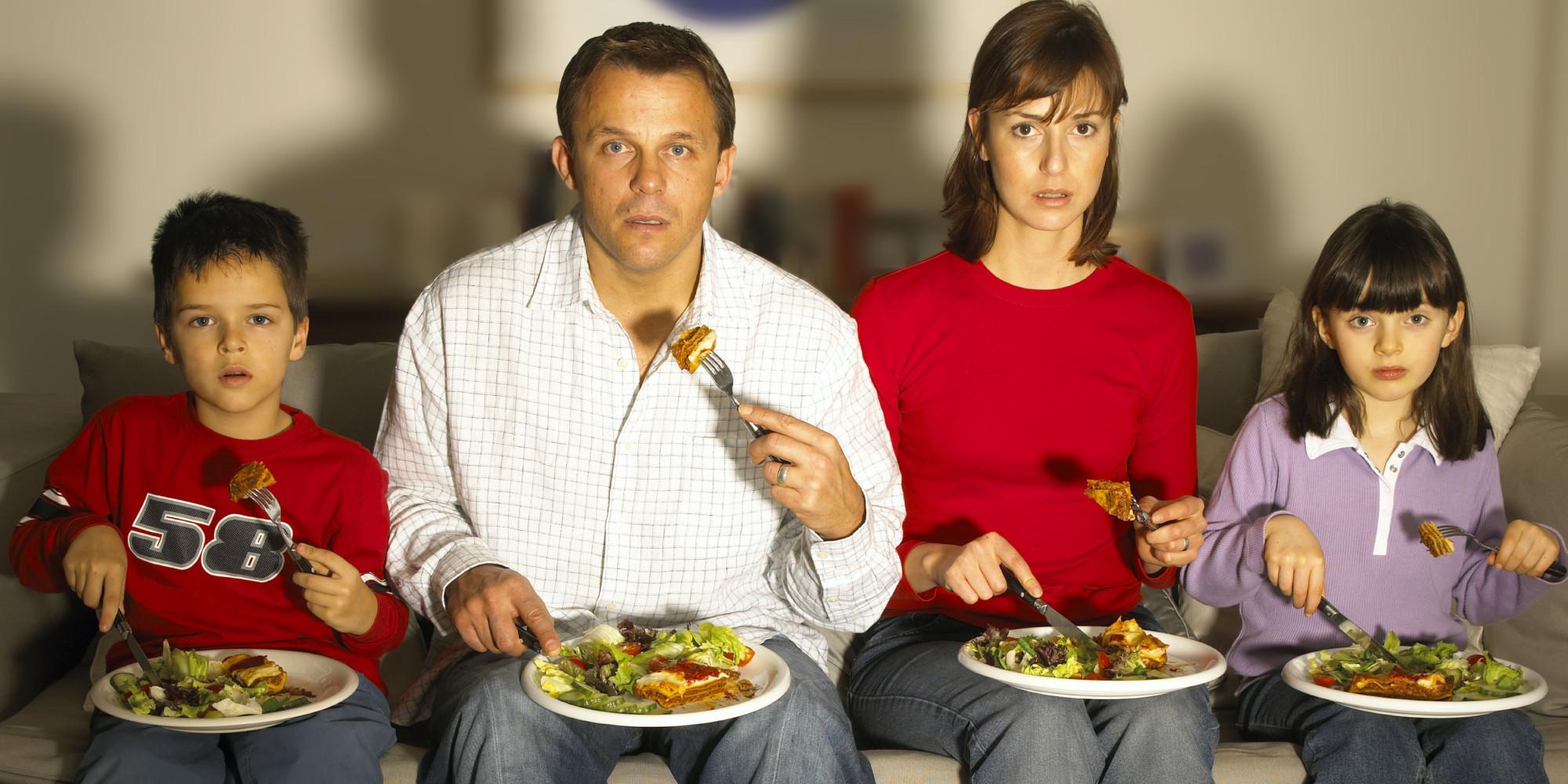 mangiare davanti la tv fa male