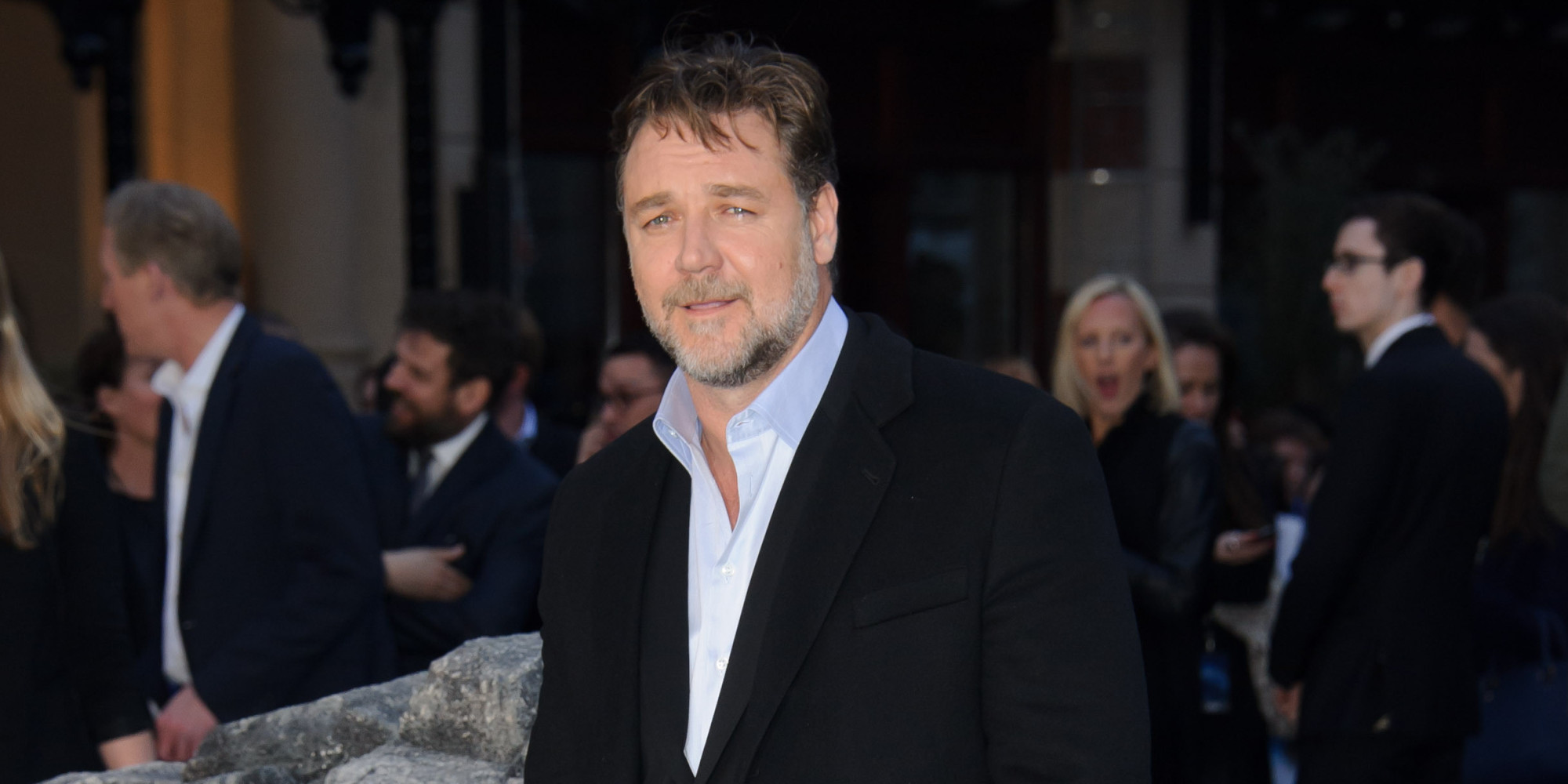 Russell Crowe Comes Un...