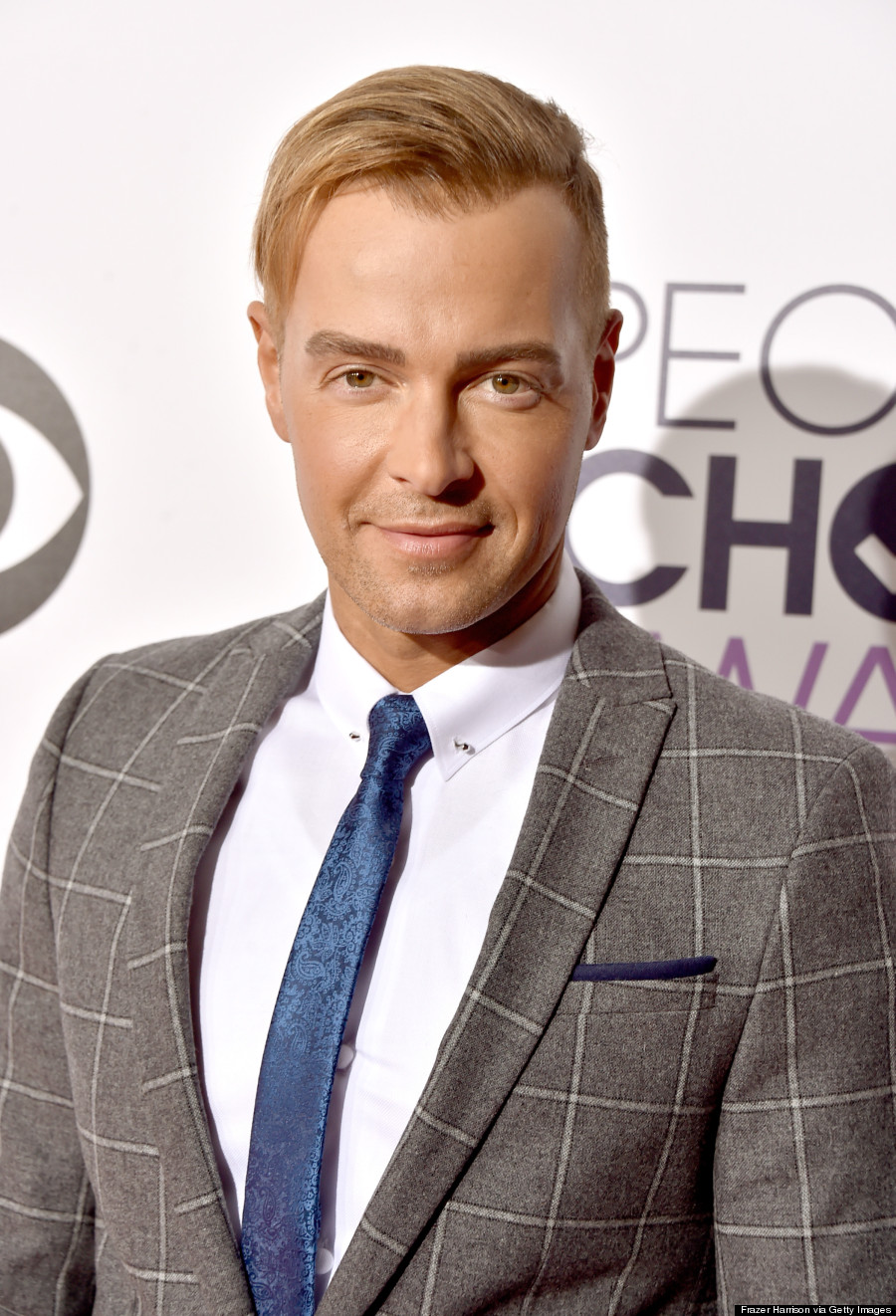 joey lawrence sports a blond comb-over at people's choice awards
