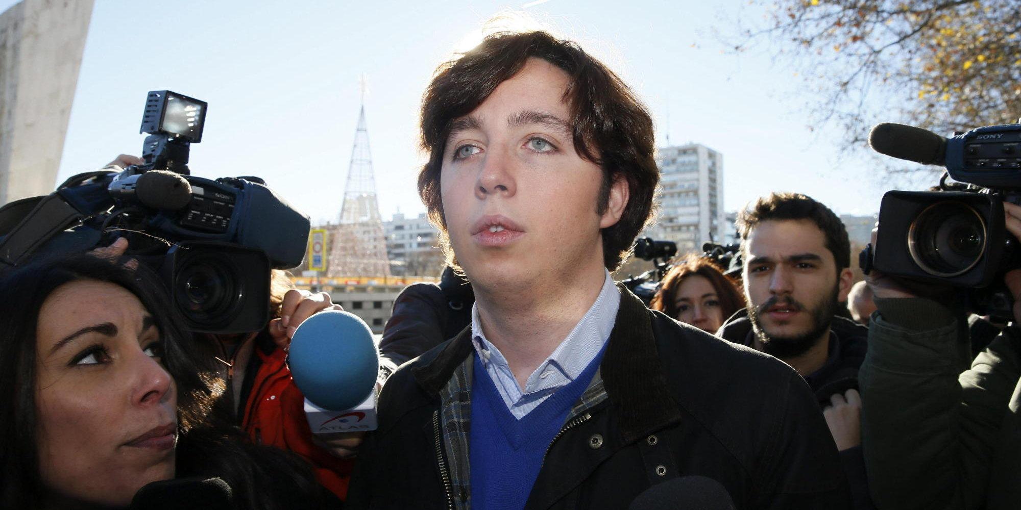 Pequeno Nicolas Baño:Encierran al 'pequeño Nicolás' en los baños de un bar tras negarse