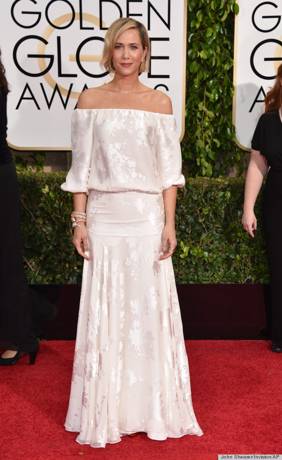 Kristen Wiig S Golden Globes Off The Shoulder Gown Is Off