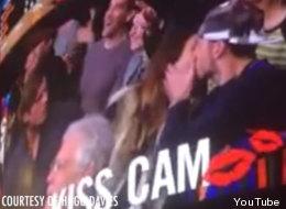 Su novio no la quiso besar en la 'Kiss Cam' y ella hizo esto