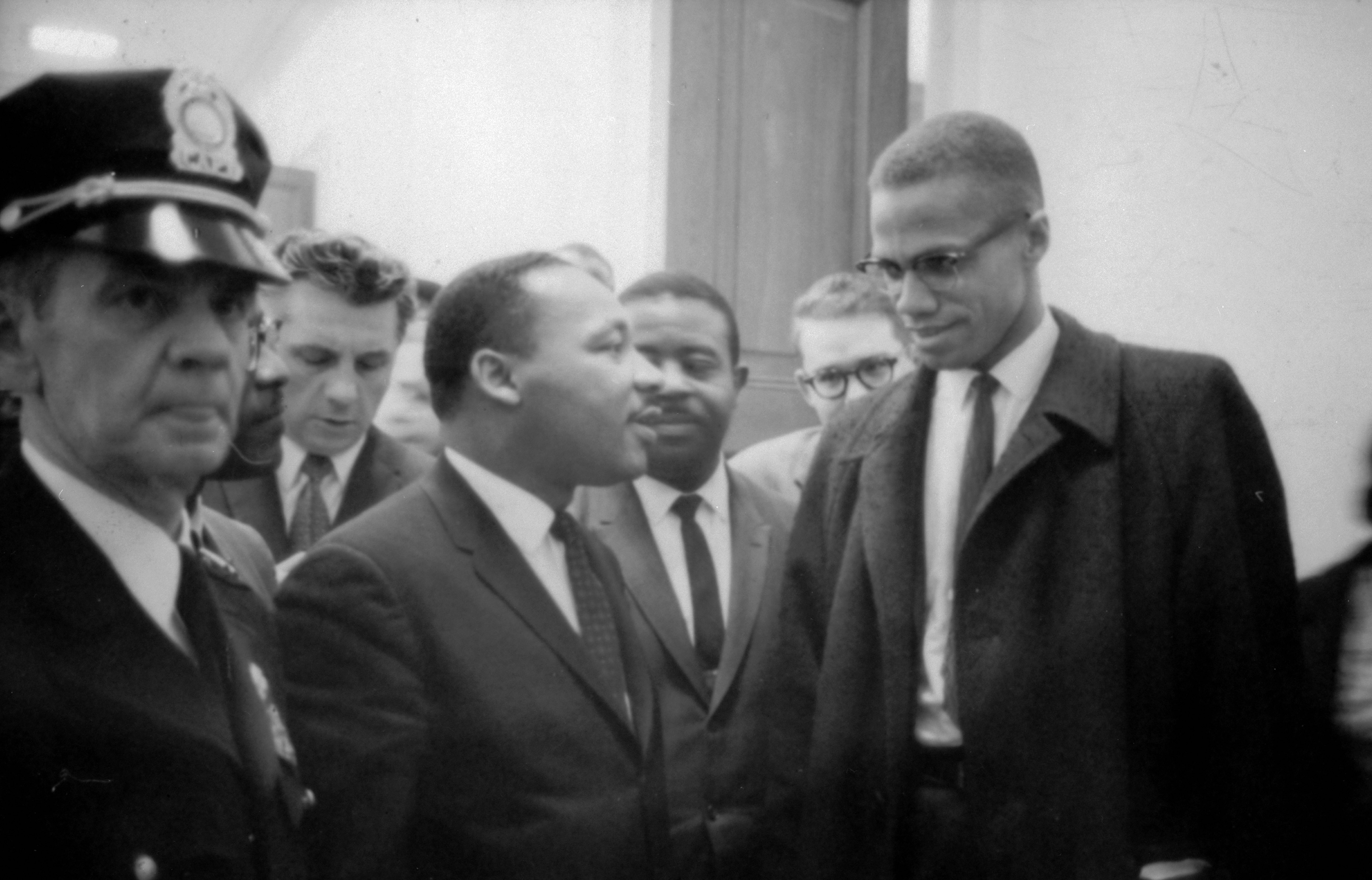 malcolm x vs dr king passive Martin luther king jr and malcolm x were two of the most prominent african american leaders in the history of the country both came to prominence during the 1960s, when the black population of america was ever more determined to get equal rights for themselves.