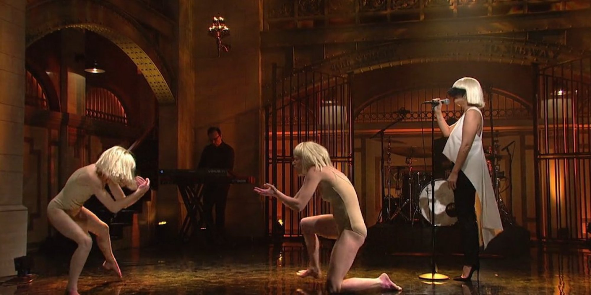 Sia's Dancers Give Emotional Performance Of 'Elastic Heart ...