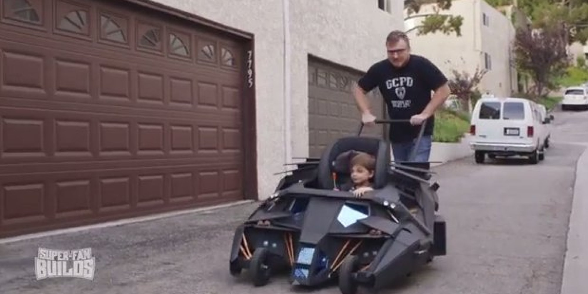 dark knight fanatic gets awesome batmobile baby stroller. Black Bedroom Furniture Sets. Home Design Ideas