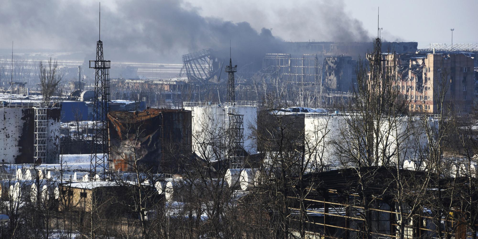 Ukrainian Forces Retreat From Donetsk Airport, Civilians ...