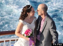 Husband Delayed Lung Cancer Treatment To Get Married, But Died In The Arms Of His Wife Weeks Later