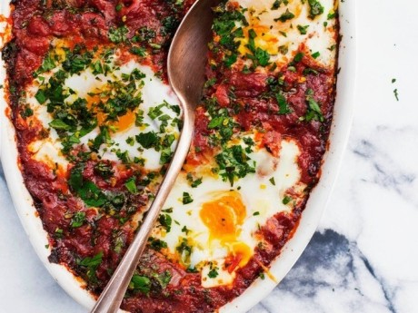 Shakshuka: Cradle Your Eggs In A Cozy Blanket