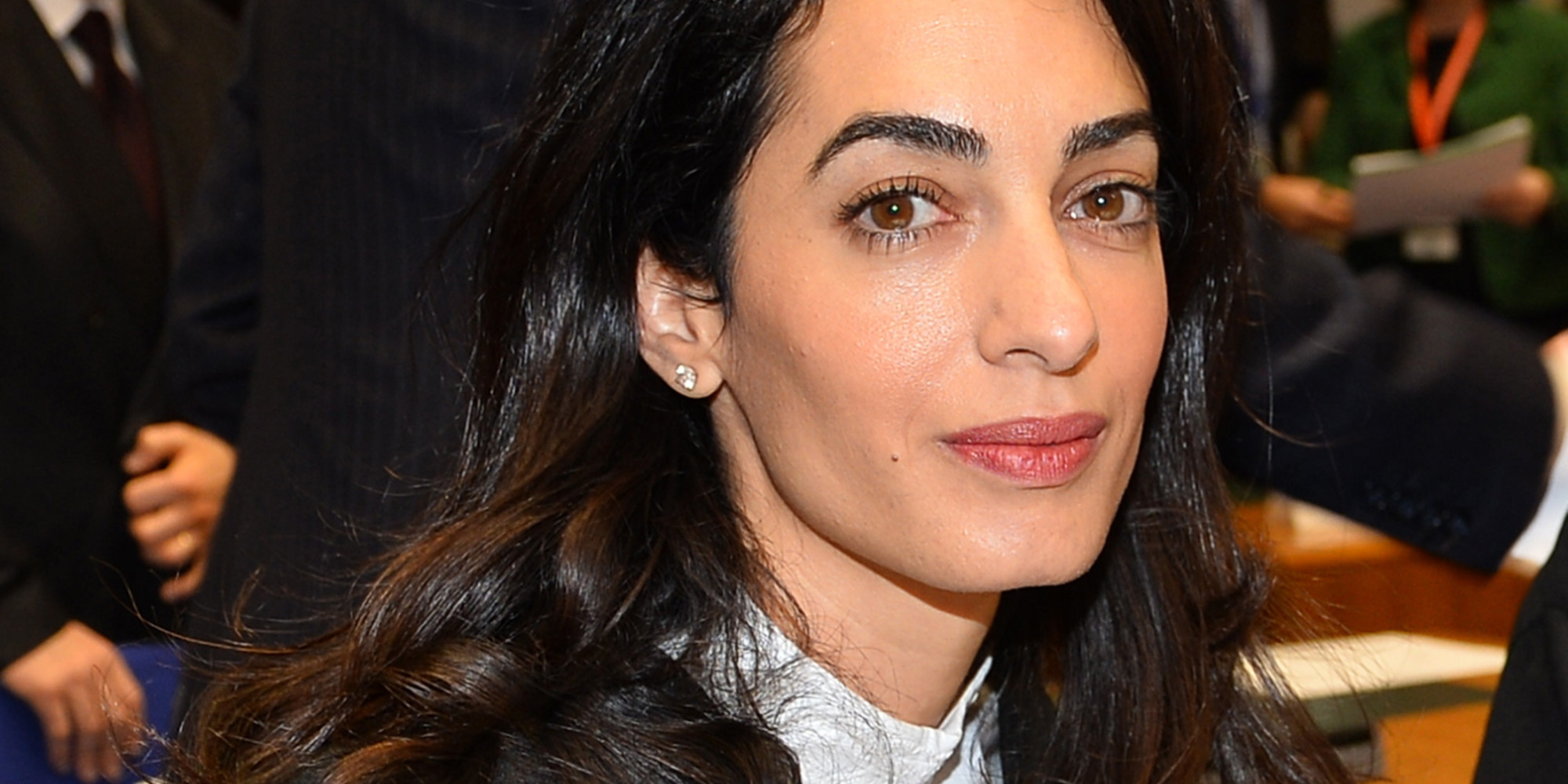 amal clooney shuts down journalists sexist question about